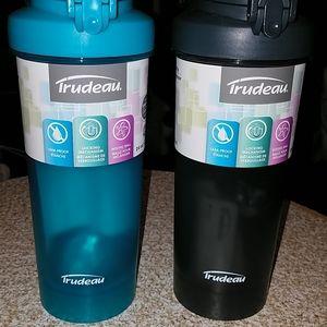 Set of 2 liquid bottles